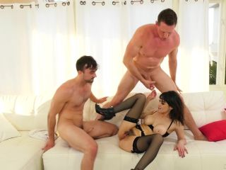 Guys fuck each other and girls!(bisexual, cuckolds)