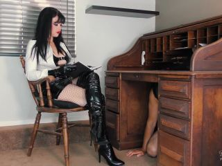 Young Goddess Kim – Boot slave in Chastity – Office Domination