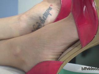 Foot smelling – Bffvideos – Allice – Worship Princess Allice Sweaty Feet Pt.1