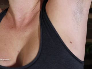 Lindsey Leigh – Sniff My Hairy Armpits