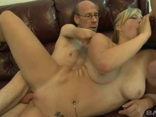 Roxy Lovette Isn't Satisfied With Even Two Loads