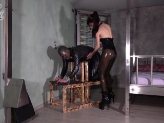 Mistress Susi – After many chats online Teased and fixated in the basement – Teasing – Denial, Ass Smothering