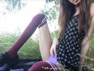 ManyVids Webcams Video presents Girl ihatethebeach in Field Nympho