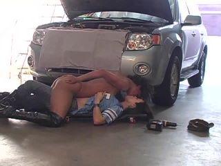 Lesbian Mechanics 01, Scene 02