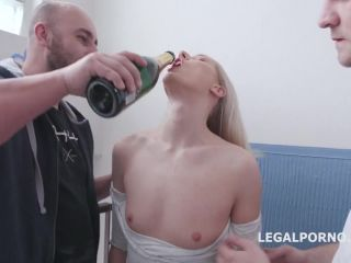 Pickup Anal Party Diane Chrystall gets 2on1 Balls Deep Anal and Gapes Swallow