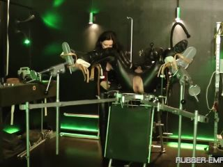 Locked Dick – RUBBER-EMPIRE – Das Gummi Benutzungs Objekt – Chapter One – Lady Isis and Sklave