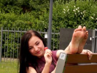 SMELLY SWEATY FEET 720p – Amateur Girls Feet From Poland | lollipop lickers | feet amateur video porn movies