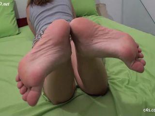SECRET FOOTJOBS – Sexy panties, black toes and a very hot footjob