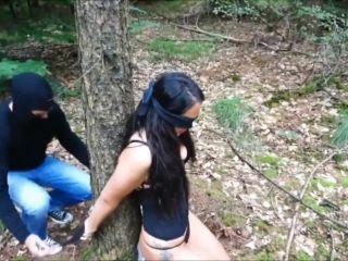 Sarah-$tar - Im Wald gefesselt und benutzt