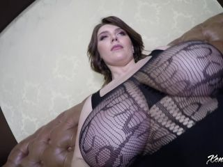 Xenia Wood - Obscenely Busty Up Close 2019-05-03