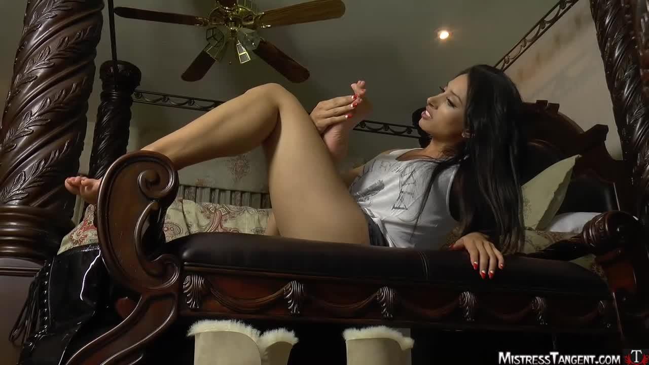 Brianna Beach Feet Worship