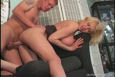 Carolyn Monroe Pulls Her Cougar Tricks