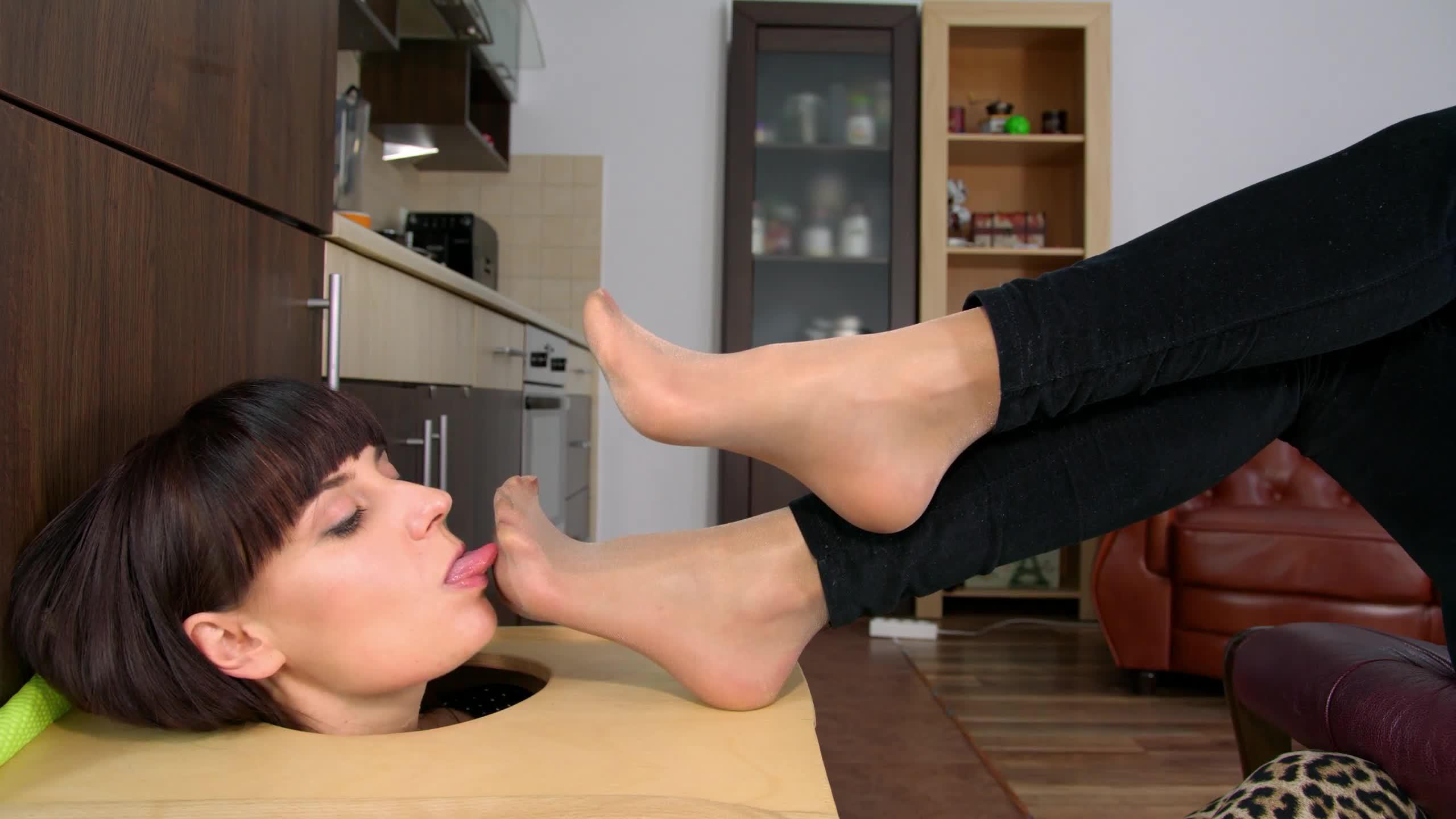 Teen Lesbian Feet Worship