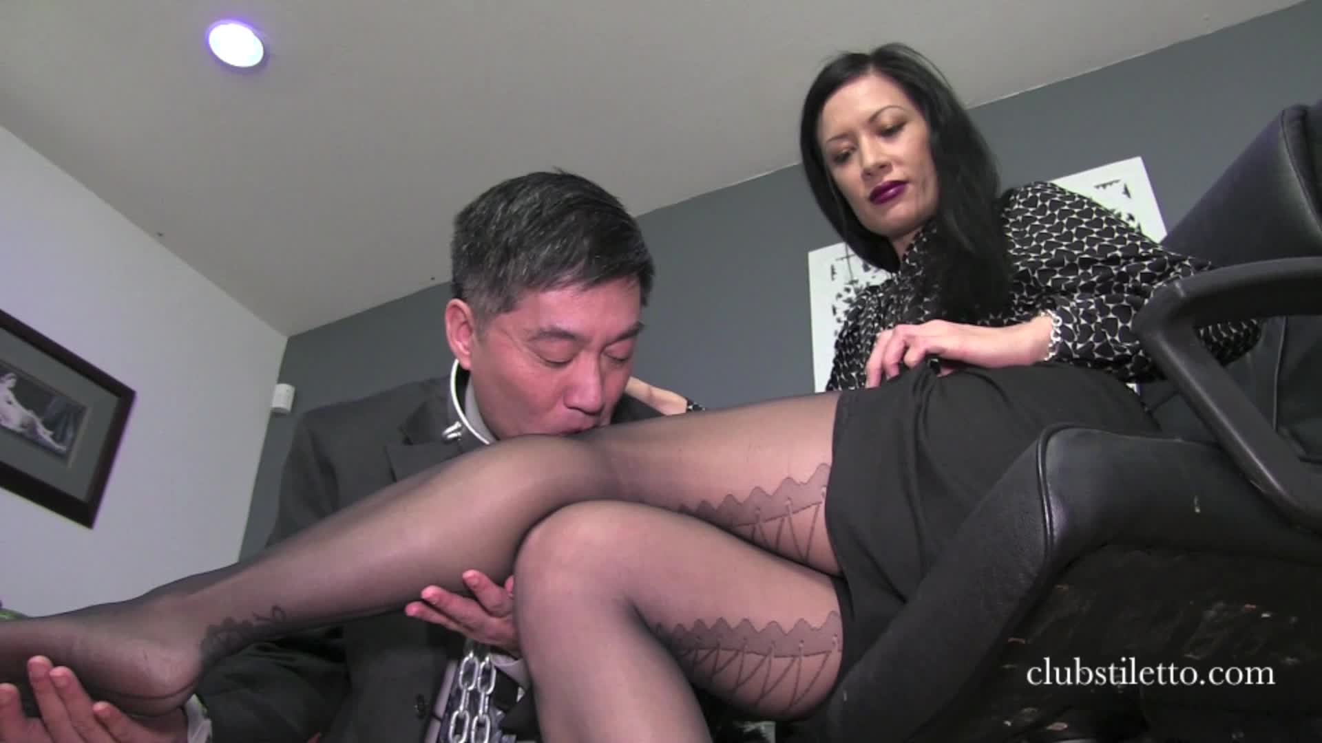 Goddess Victoria Feet Worship